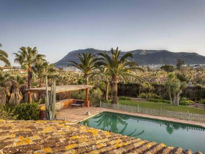 Magnificent villa on 14,000 m² plot for sale in Denia