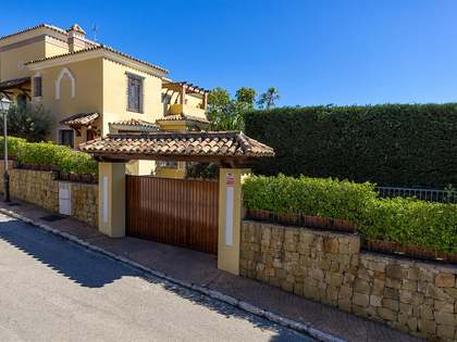 Exclusive 6-bedroom villa for sale in Marbella East