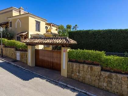 Huis / Villa van 581m² te koop in Elviria, Andalucía