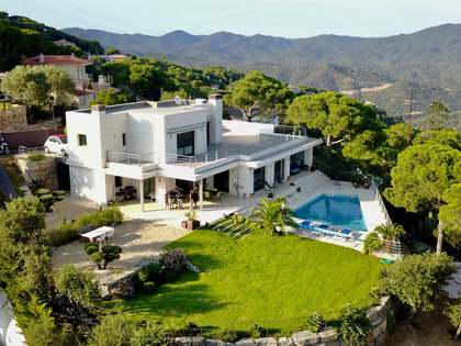 Villa with garden and sea views to buy in Lloret de Mar