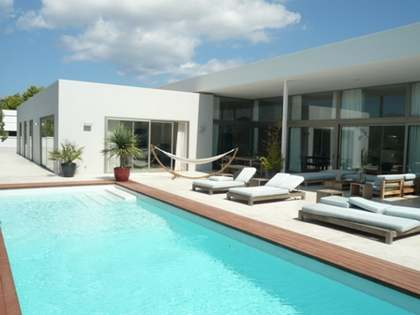 Newly built luxury villa for short-term rental in Llenaire