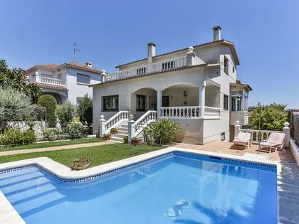 281m² House / Villa with 300m² garden for sale in Cubelles