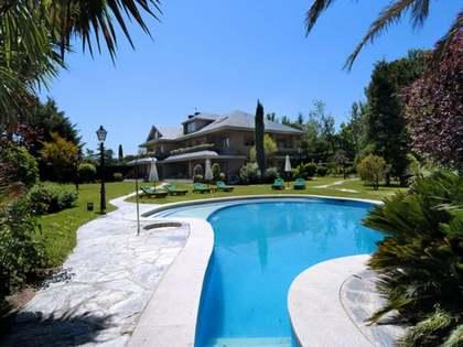 Huis / Villa van 1,600m² te koop in Pozuelo, Madrid