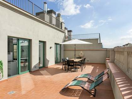 150 m² penthouse with terrace for rent in Eixample Right