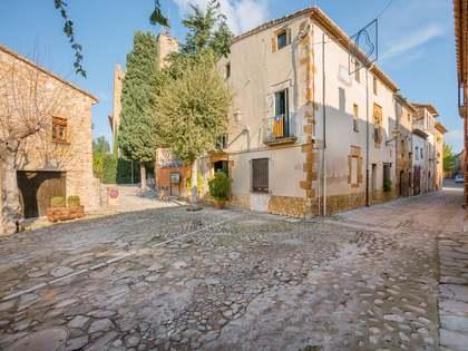 Casa adosada con mucho potencial en venta en Girona