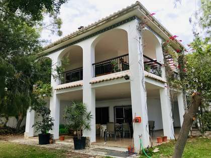 459m² House / Villa with 1,300m² garden for short term rent in Playa San Juan