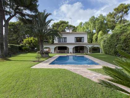 500m² House / Villa for sale in Godella / Rocafort