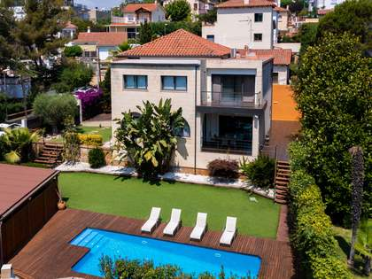 Дом / Вилла 300m² на продажу в Эль Масноу, Барселона