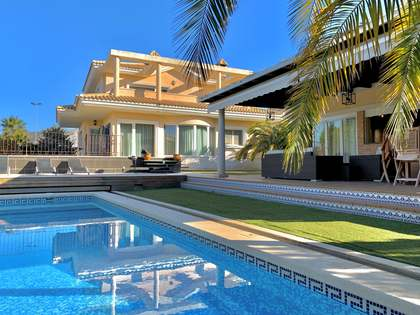 500m² House / Villa with 30m² terrace for sale in Alicante ciudad
