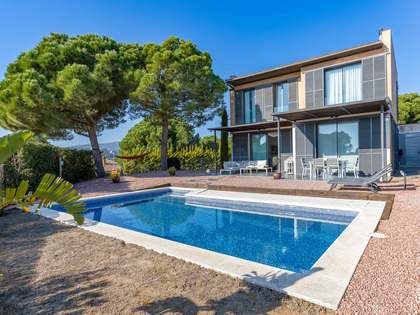 276m² House / Villa with 770m² garden for sale in Sant Vicenç de Montalt