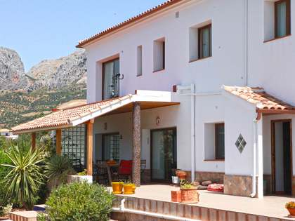 400m² Country house for sale in Axarquia, Málaga