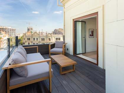 174m² penthouse with 26m² terrace for sale in Eixample Right