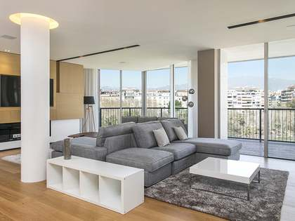 Renovated 6-bedroom apartment for sale in Turó Park