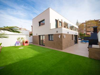 Дом / Вилла 252m², 100m² Сад на продажу в Кастельдефельс