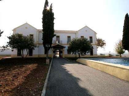Excellent hotel/equestrian centre for sale near Granada