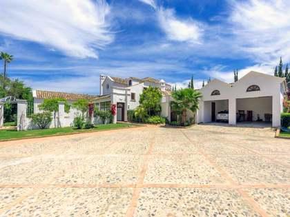 Дом / Вилла 700m², 3,400m² Сад на продажу в Сан Педро де Алькантара / Гуадальмина