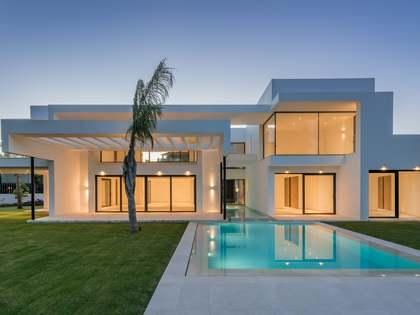 在 San Pedro de Alcántara / Guadalmina 800m² 出售 豪宅/别墅 包括 146m² 露台