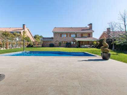 630m² House / Villa with 1,000m² garden for sale in Pozuelo