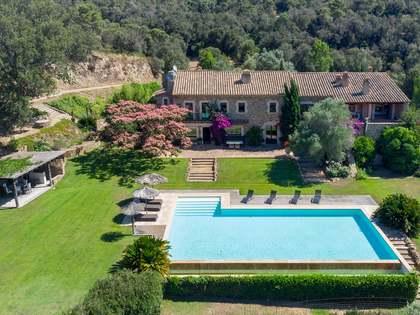 Casa / Villa di 1,976m² in vendita a Baix Emporda, Girona
