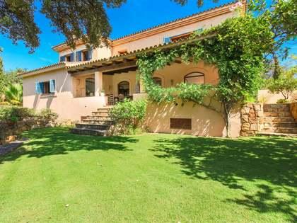 Casa / Villa de 330m² con 1,300m² de jardín en venta en Sotogrande
