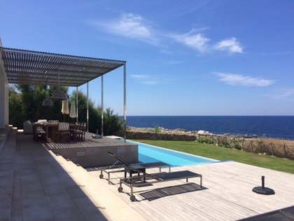 Seafront villa for sale in Menorca