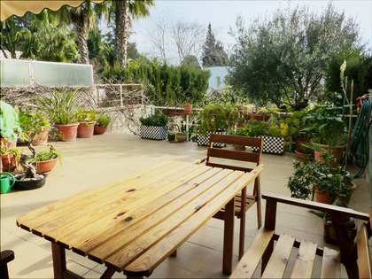 Townhouse with garden for sale in Rocafort, near metro
