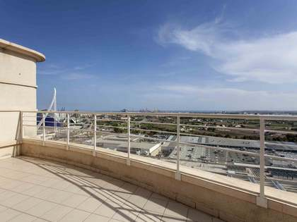 Penthouse with a terrace for rent in Ciudad de las Ciencias