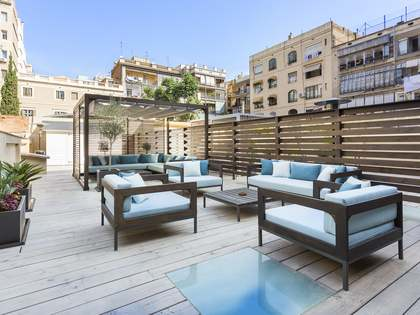 90m² apartment with 120m² terrace for sale in Eixample Right