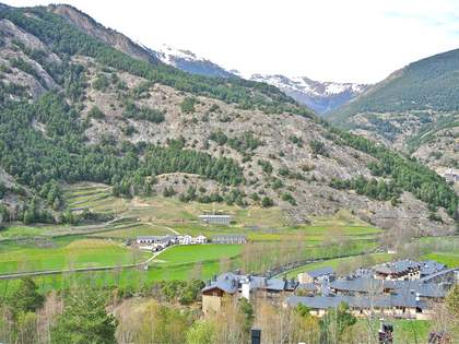 Terraced house with spa and village views for sale in Ordino