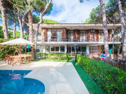 Casa / Villa de 485m² en venta en La Pineda, Barcelona
