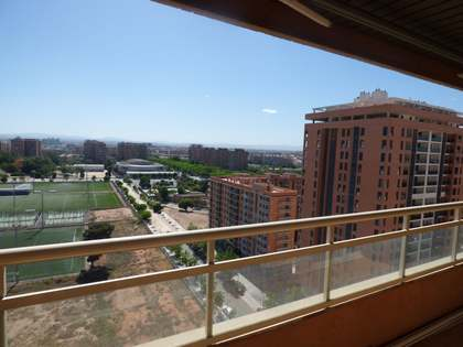 Sunny 4-bedroom penthouse for sale in Valencia centre