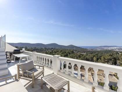 Квартира 140m², 50m² террасa на продажу в Санта Эулалия и Санта Гертрудис