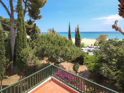 450m² House / Villa with 1,102m² garden for sale in Caldes d'Estrac