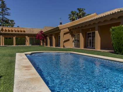 445m² House / Villa with 117m² terrace for sale in Los Monasterios