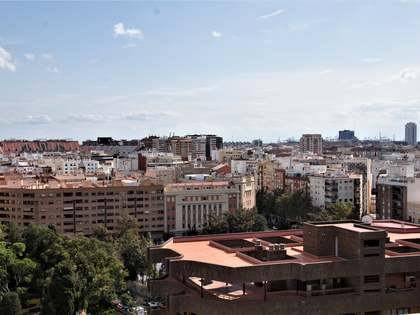 Apartment with 12m² terrace for rent in El Pla del Real