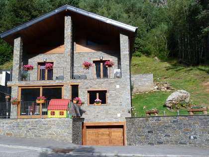 453 m² house with 34 m² terrace for sale in Ordino
