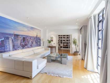 225m² Apartment for rent in Extramurs, Valencia
