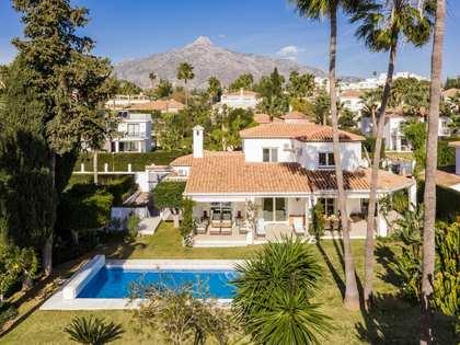 Дом / Вилла 550m², 1,255m² Сад на продажу в Новая Андалусия