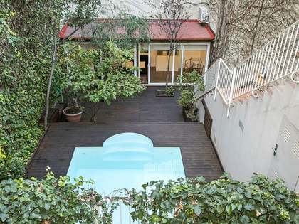 Exclusive 2-bedroom apartment with a pool for rent, Eixample