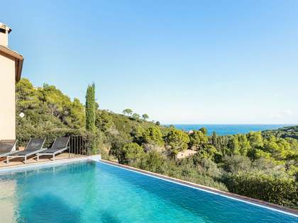 303 m² villa for sale in Begur