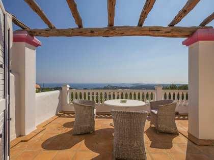 Casa de 257 m² con terraza, en venta cerca de San Carlos