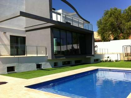 750m² House / Villa for rent in Godella / Rocafort