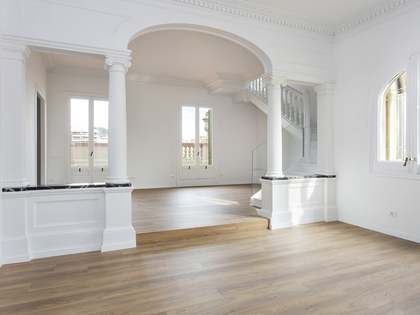170m² Penthouse with 80m² terrace for rent in Eixample Right