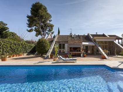 561m² House / Villa for rent in Alfinach, Valencia