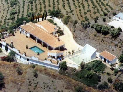 333m² Country house with 400m² terrace for sale in Axarquia