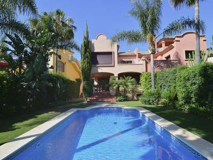 448 m² house for sale in Nueva Andalucia