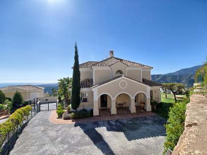 Villa to buy in Sierra Blanca Country Club with B&B licence