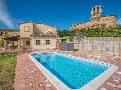 Rustikt Girona hus att köpa nära staden