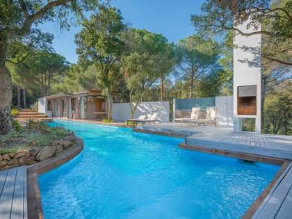 Unique 4-bedroom property for sale 2 km from Palafrugell