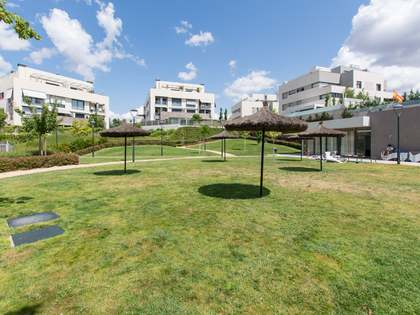 190m² Apartment with 115m² garden for sale in Aravaca